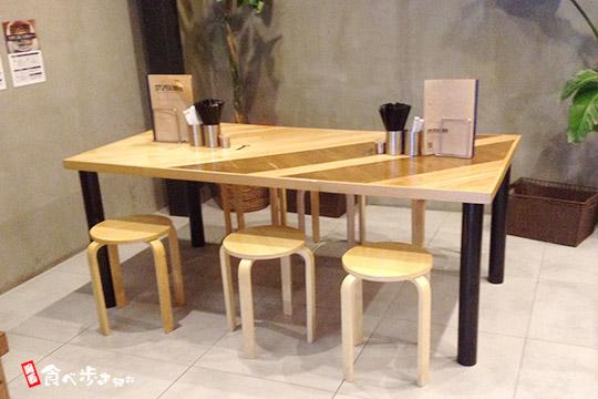 SUPERMENのテーブル席