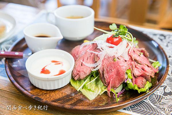 牛肉のたたきのサラダプレート