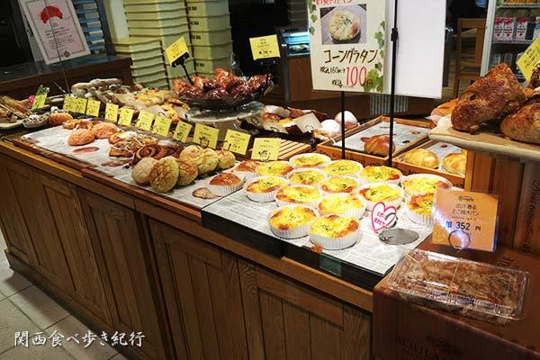 コシニール 東香里店 パン売り場