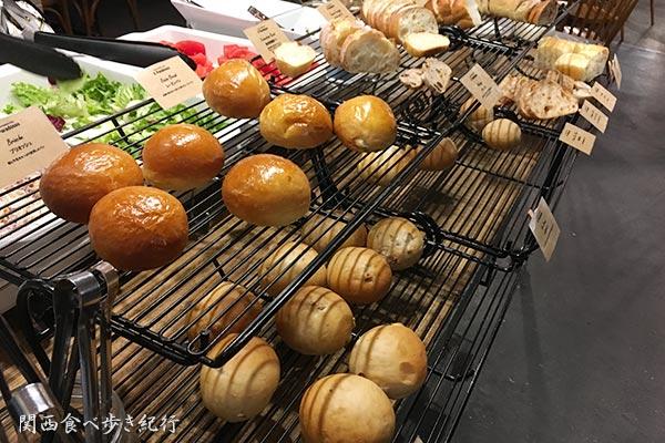 パンのビュッフェコーナー