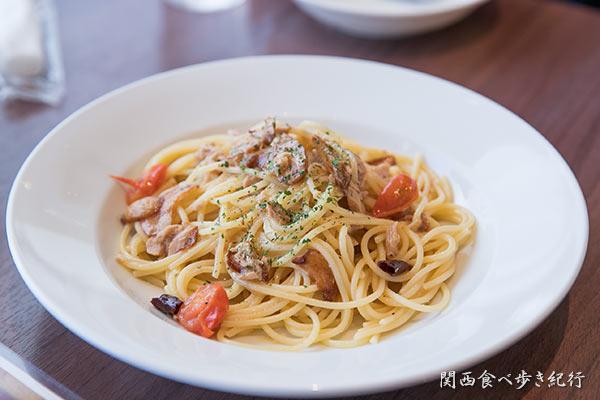 パスタ-ツナとトマトのペペロンチーノ