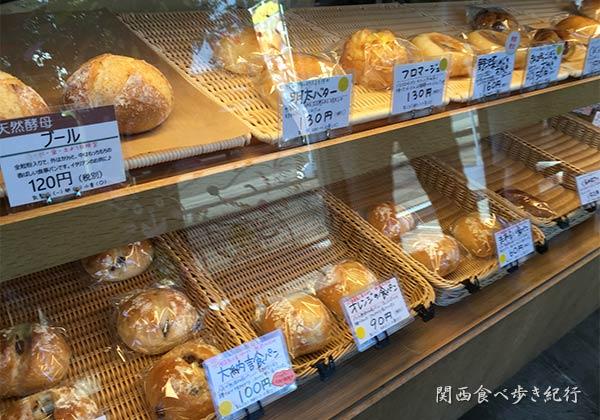 パン屋さんPecoriのパン販売棚