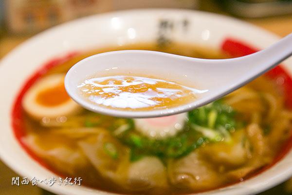 海老醤油ワンタン麺のスープ