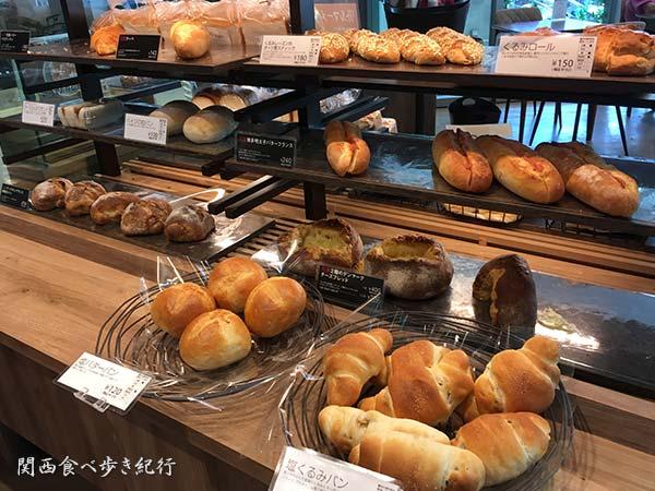 店内のパン販売コーナー