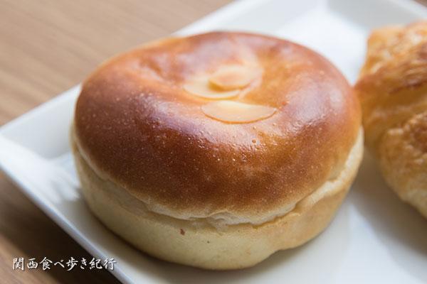 濃厚カスタードクリームパン