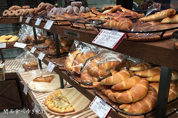 ポンパドウルのパン売り場
