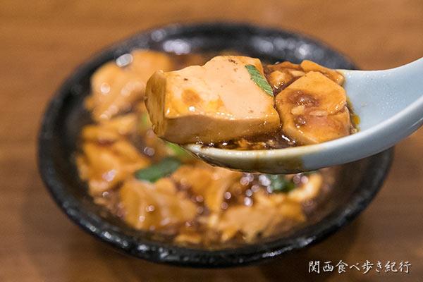麻婆豆腐を食べる