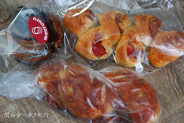 マルル―で買ってきたパン