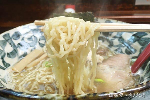 中華そばを食べる