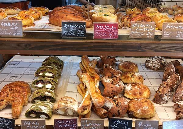 パネ―ナのパン販売の様子