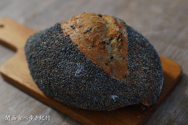 けしの実と黒胡麻の農家風パン