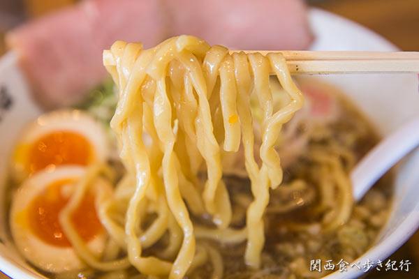 焼き干し中華そばを食べる