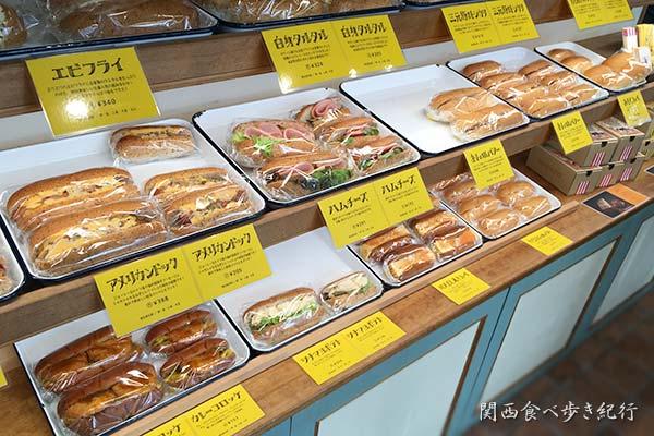 コバトパン工場のパン販売コーナー