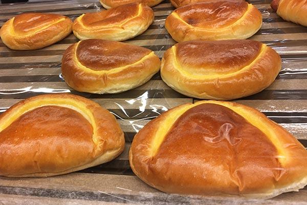 ドンクのパン販売 クリームパン