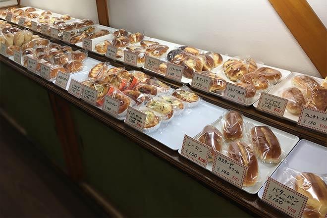 エンドレスの店内のパン販売