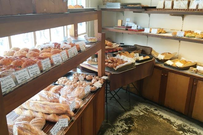 中津のパン屋さんカンテグランデベーカリーの店内