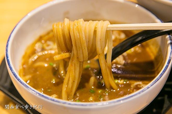 麺ファクトリー ジョーズのつけ麺を食べる