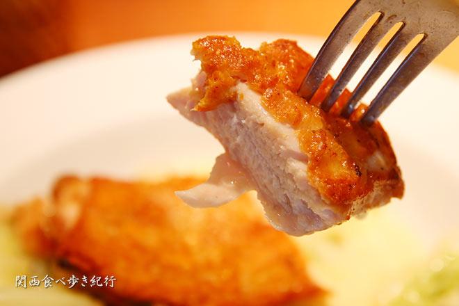地鶏モモ肉のポワレ