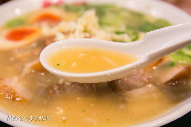 賛平らーめんのスープ